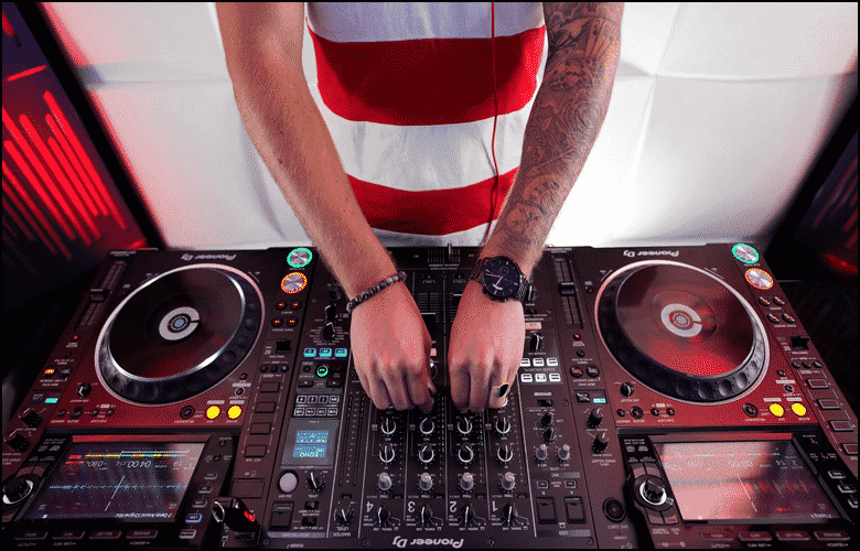 How to get started as a Mobile DJ 2021